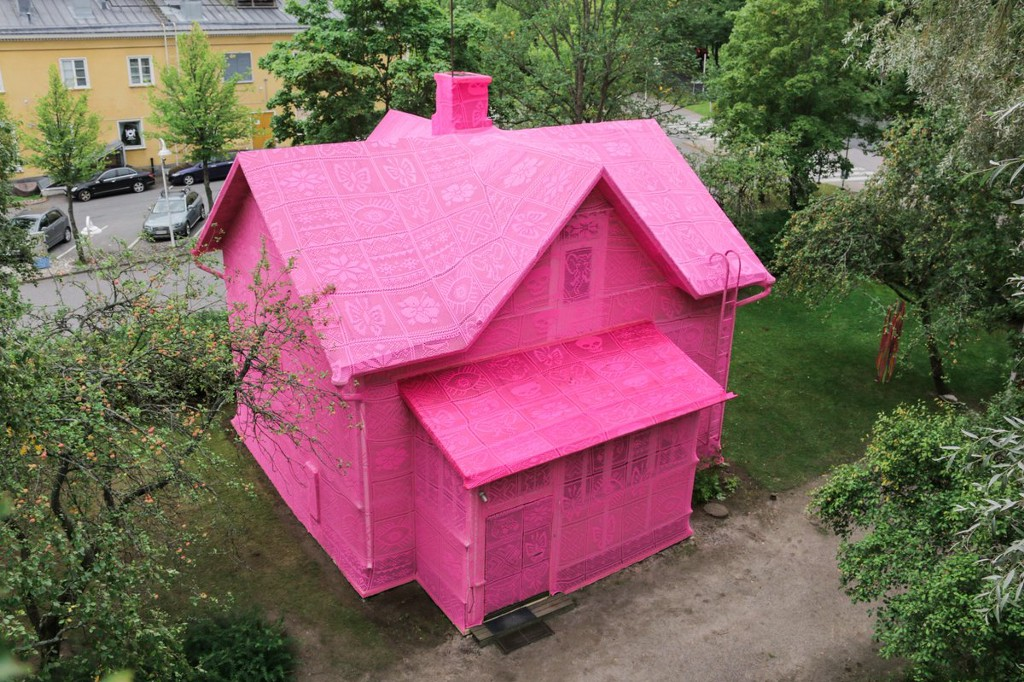 This House Is Covered In Pink Crochet For One Powerful Reason
