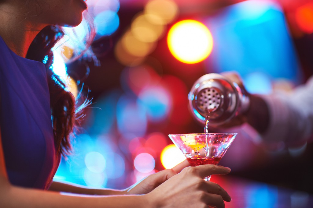 Why Dance Music Actually Makes Your Cocktails Taste Stronger